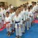 Młodzi karatecy przed zajęciami