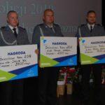 Policjani z czekami za konkurs dzielnicowy roku 2018