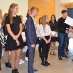 Uczestnicy uroczystości wręczenia nagród i stypendiów dla najzdolniejszych uczniów szkół prowadzonych przez powiat poznański