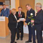 Starosta Poznański Jan Grabkowski wręczający podziękowania
