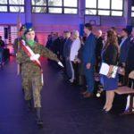 uroczystość otwarcia szkoły w Murowanej Goślinie po rozbudowie - wyprowadzenie sztandaru