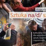 grafika ukazująca osoby podziwiające sztukę, fotografująca, z napisem druga edycja projektu Sztuka na/d/ sztuki