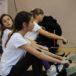 dziewczyny na ergometrze podczas eliminacji Pierwszego Kroku Wioślarskiego w powiecie poznańskim