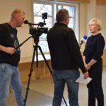 Trzy osoby w trakcie udzielania wywiadu dla Powiatowej17