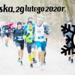 na zdjęciu biegacze biegnący leśną ścieżką - zapowiedź Zimowy Cross Pobiedziska 29 luty 2020