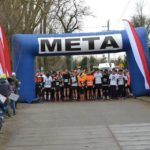 biegacze na starcie biegu pt. Bieg Tropem Wilczym w Luboniu, zdjecie z poprzedniej edycji