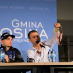 spotkanie z mistrzem świata na żużlu Bartoszem Zmarzlikiem w Mosinie