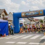 Biegacze na starcie biegu Kurdeszowa (Za)Dyszka z wcześniejszej edycji biegu