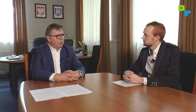 Starosta poznański podczas wywiadu z Telewizją STK