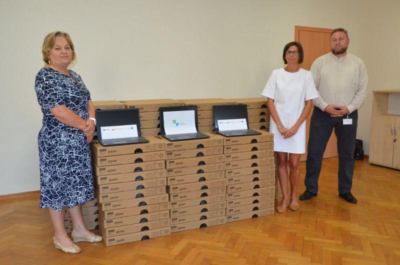 Laptopy dla dzieci z powiatu