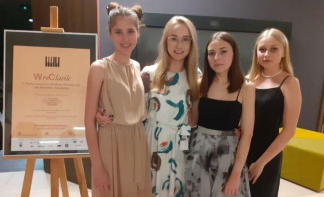 uczestniczki konkursu pianistycznego
