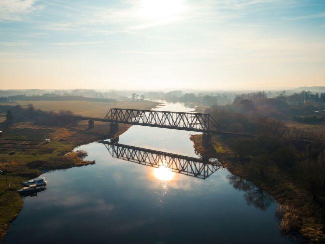Nieczynny most kolejowy w Stobnicy
