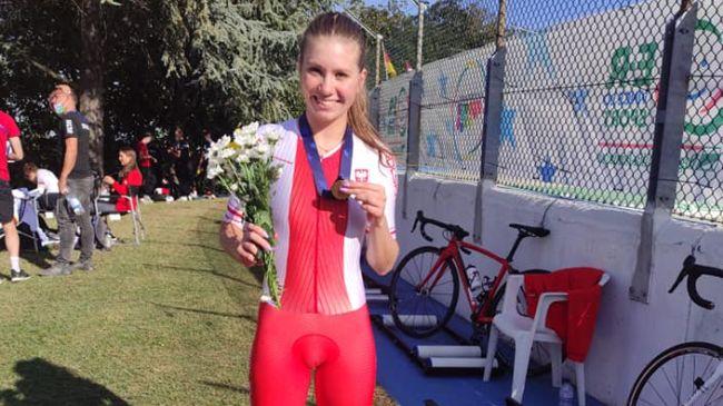 Karolina Lipiejko wraza z mistrzostw z brązowym medalem