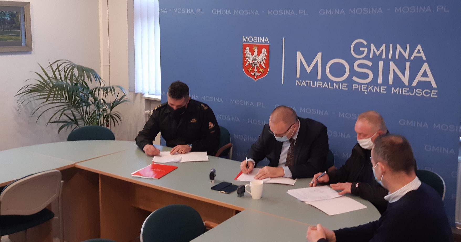 Podpisanie umowy w Mosinie