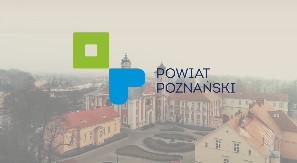 Logotyp powiatu poznańskiego na tle ośrodka w Owińskach