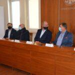 konferencja na temat szczepień