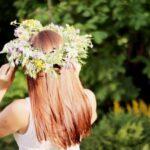 wianek na głowie dziewczyny