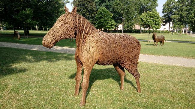 koń z wikliny